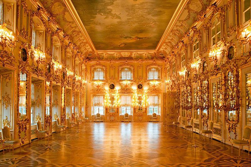 Peterhof Palace in St Petersburg- Versailles is nowhere ...